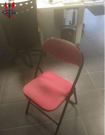 Chaise pliante et pieds de bureau