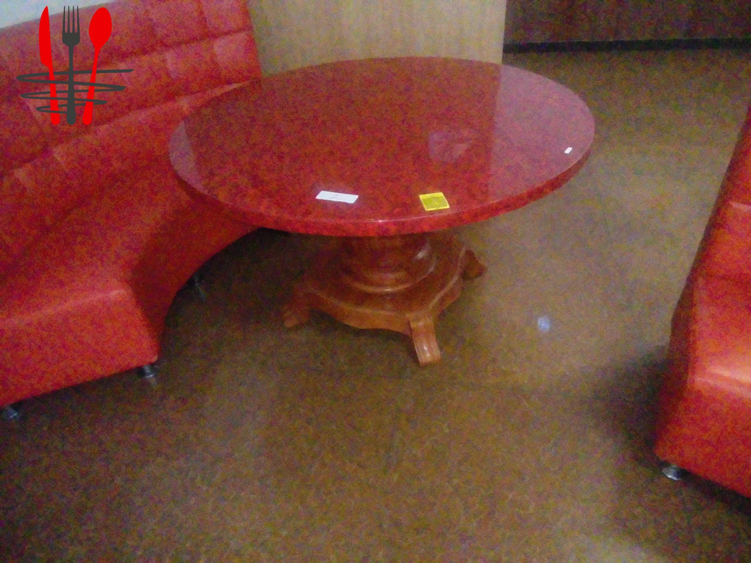 A vendre 5 tables en bois massifs