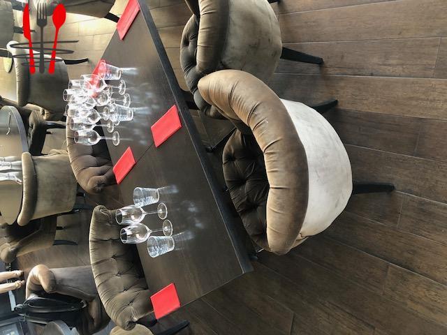 TABLES ET FAUTEUILS