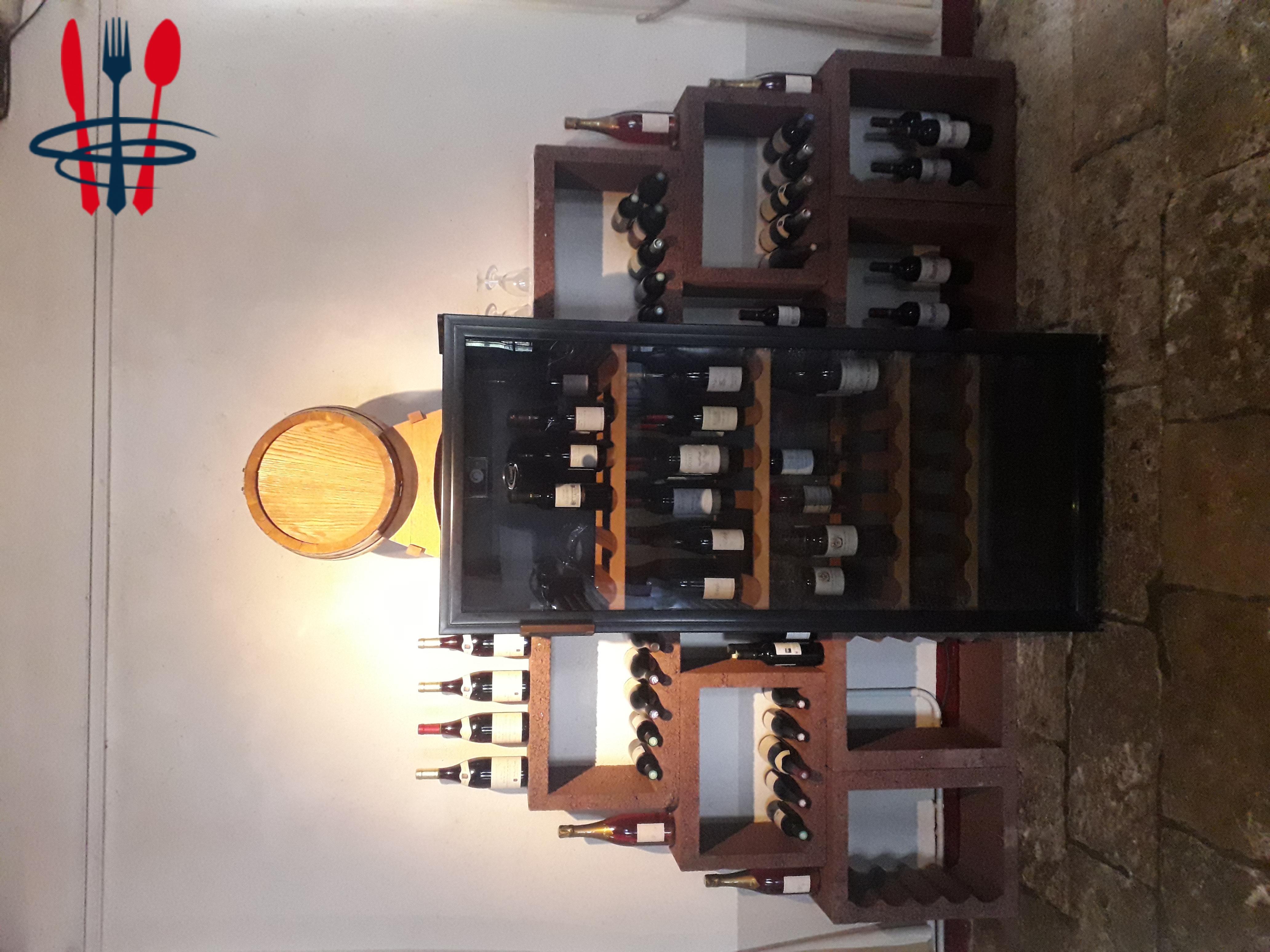 cave à vins pratiquement neuve