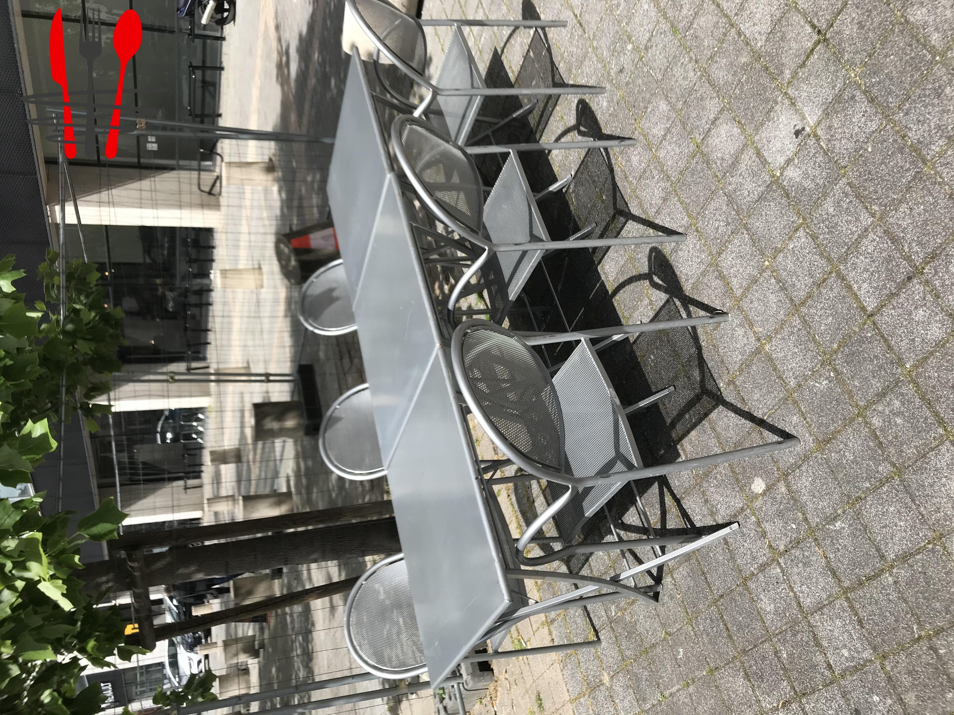 Matériel d'occasion : tables de terrasse
