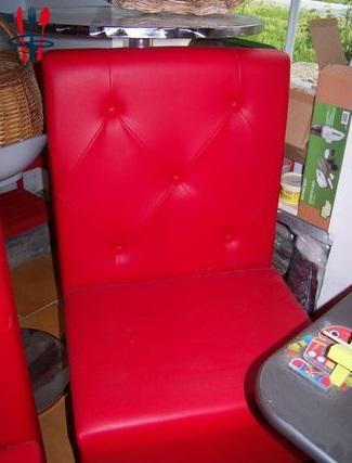 Banquette, angle et fauteuil rouges